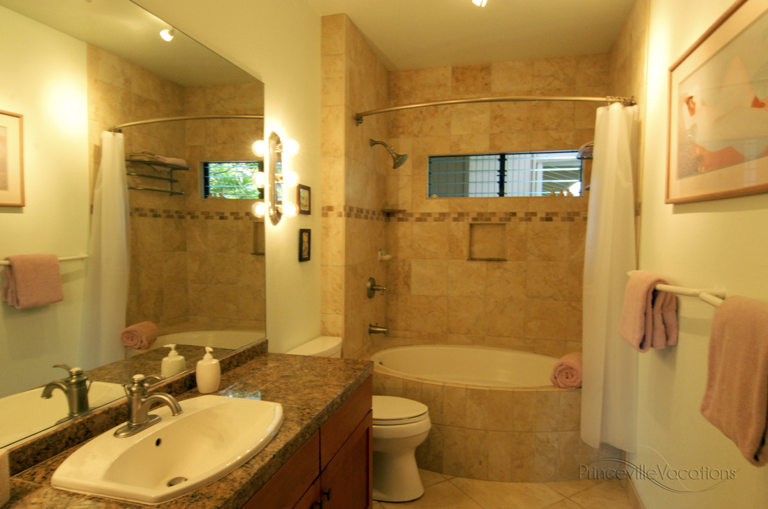 Princeville-Vacations.Sunset.bathroom.3