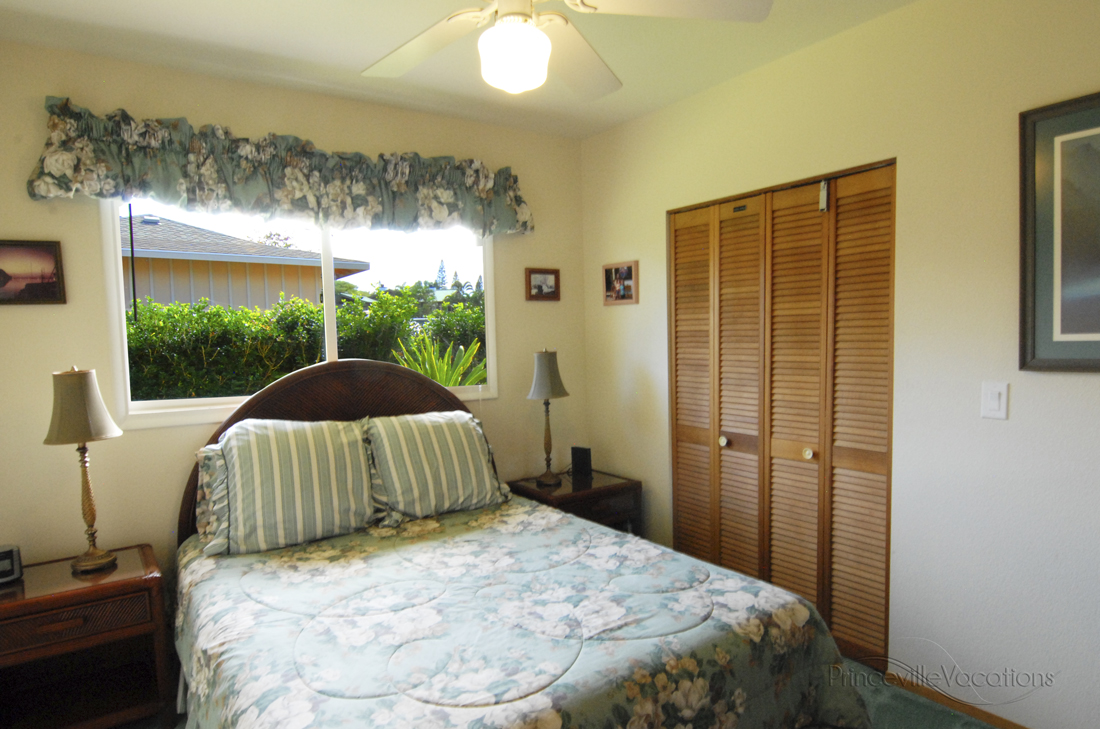 Princeville-Vacations.Sunset.bedroom.3