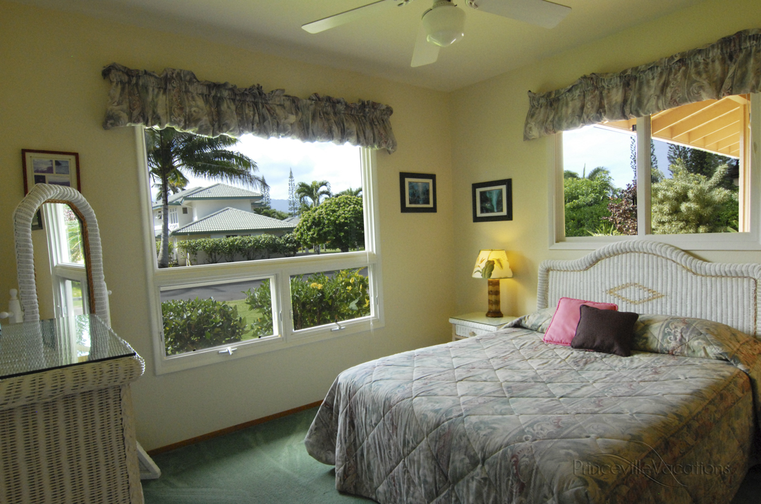 Princeville-Vacations.Sunset.bedroom
