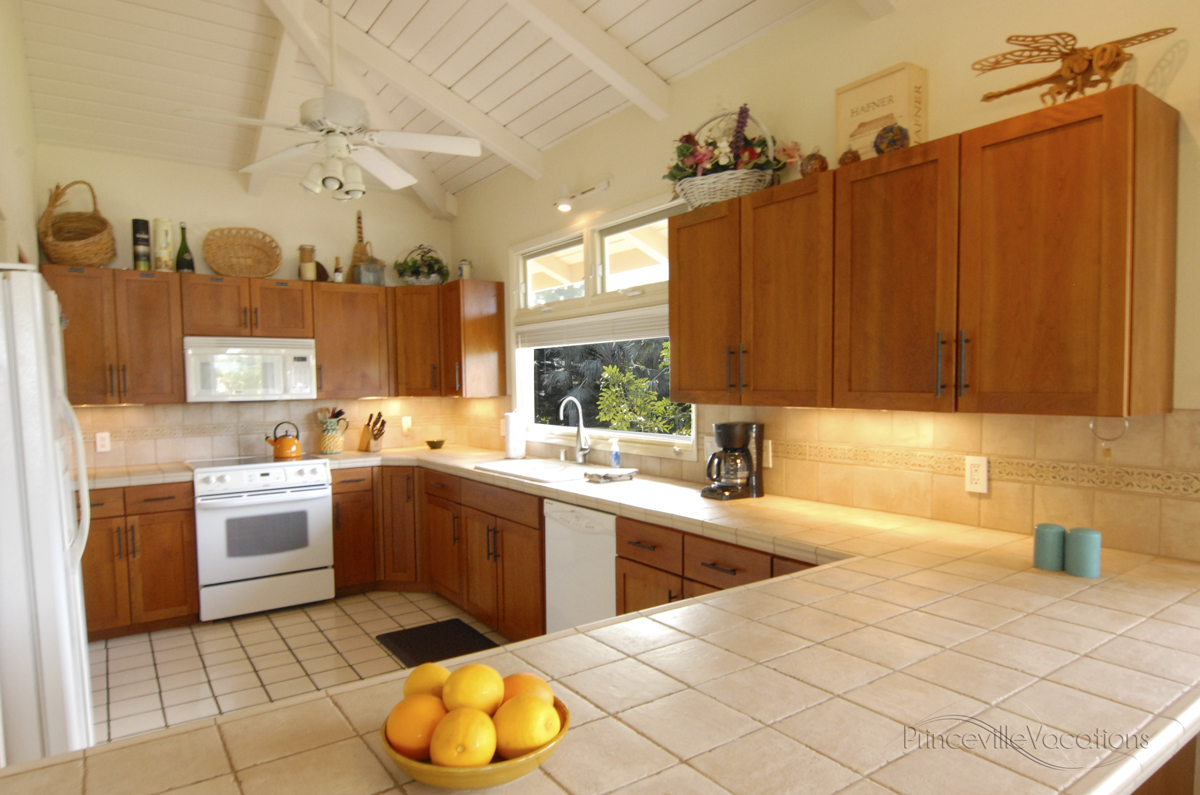 Princeville-Vacations Sunset Large Bright Kitchen