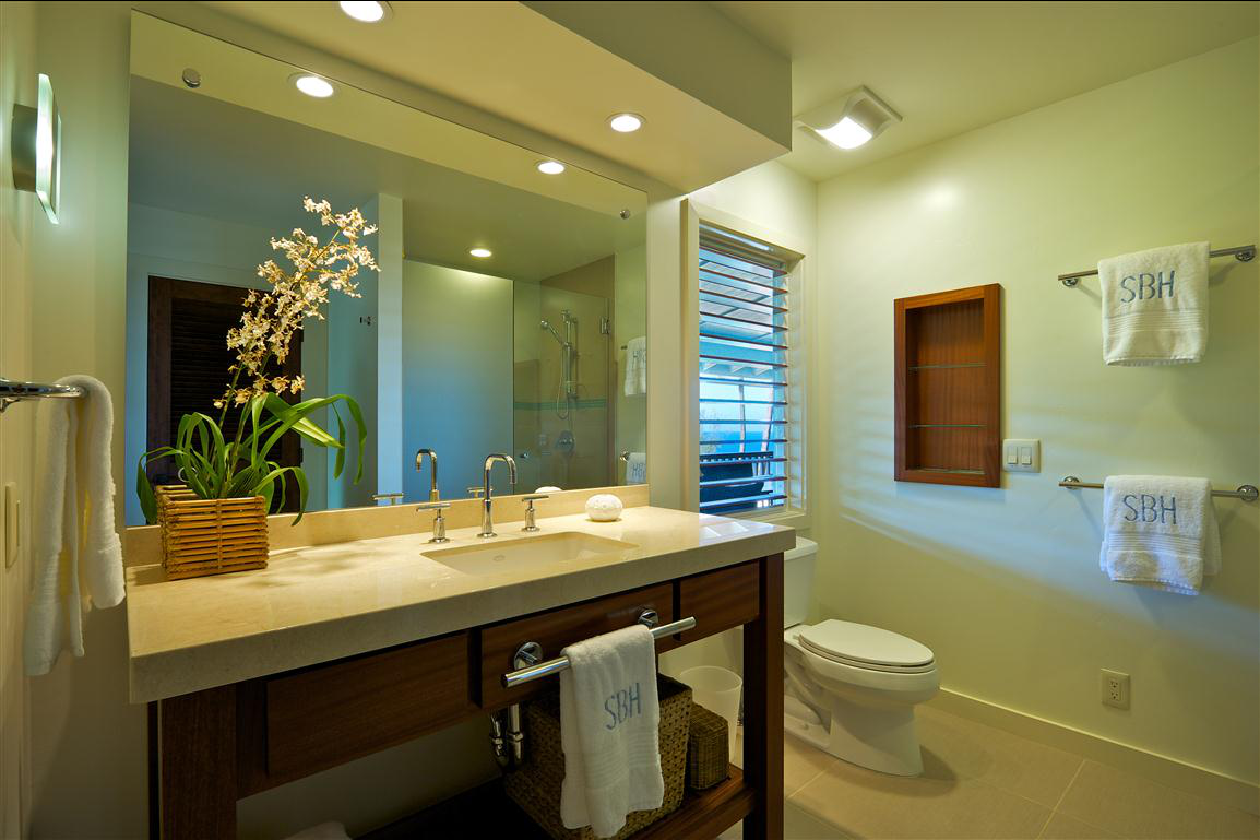 p_71-Princeville-Vacations.SecretBeachHale.bathroom