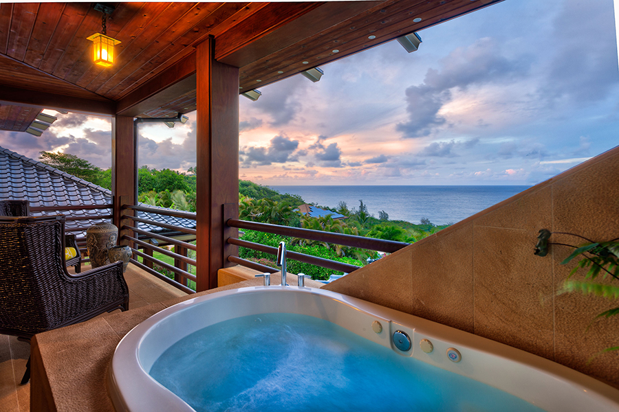 p_72-Princeville-Vacations.IkenaLani.champagne.outdoor.tub