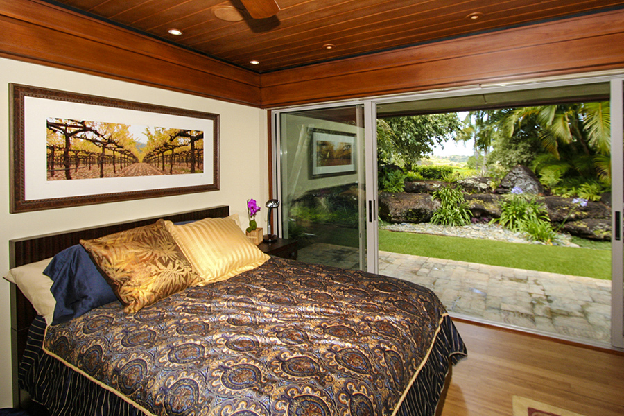 p_75-Princeville-Vacations.KoholaPoint.Bedroom.garden