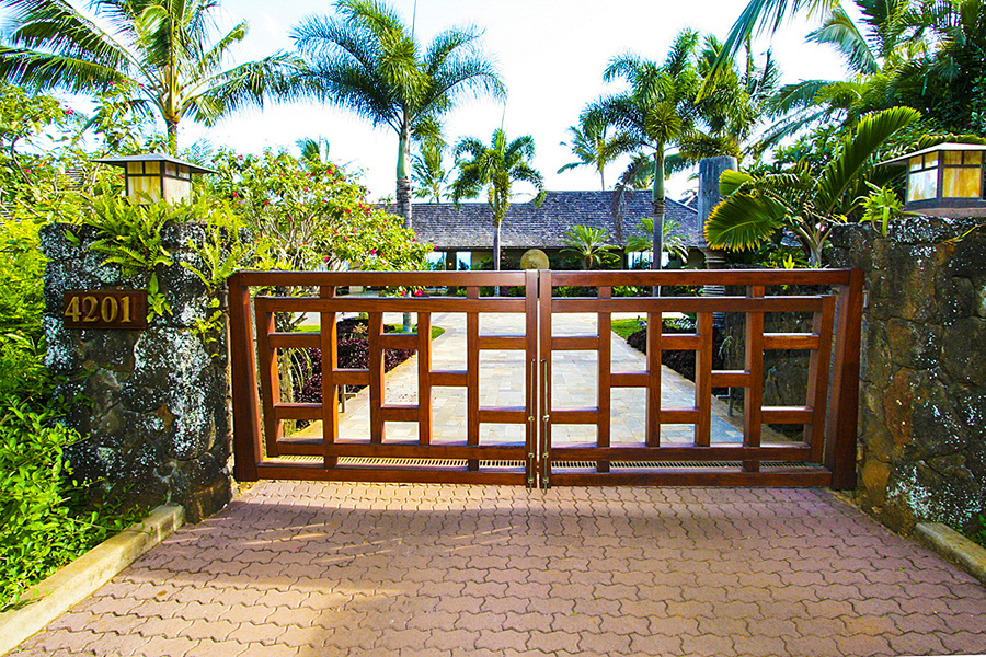 p_75-Princeville-Vacations.KoholaPoint.Gate