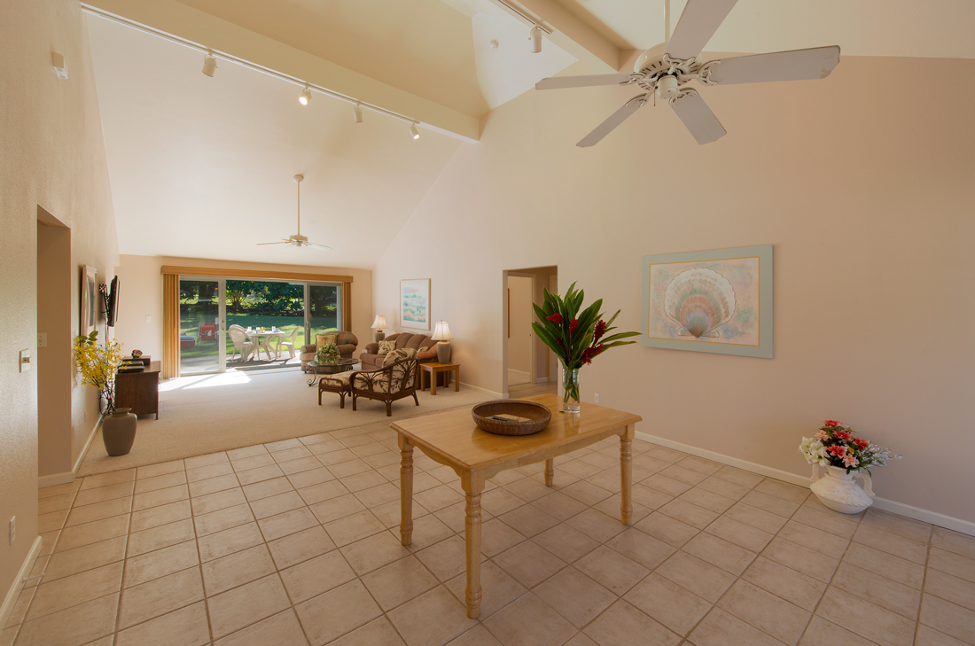 Princeville-Vacations.Golf.course.Entryway
