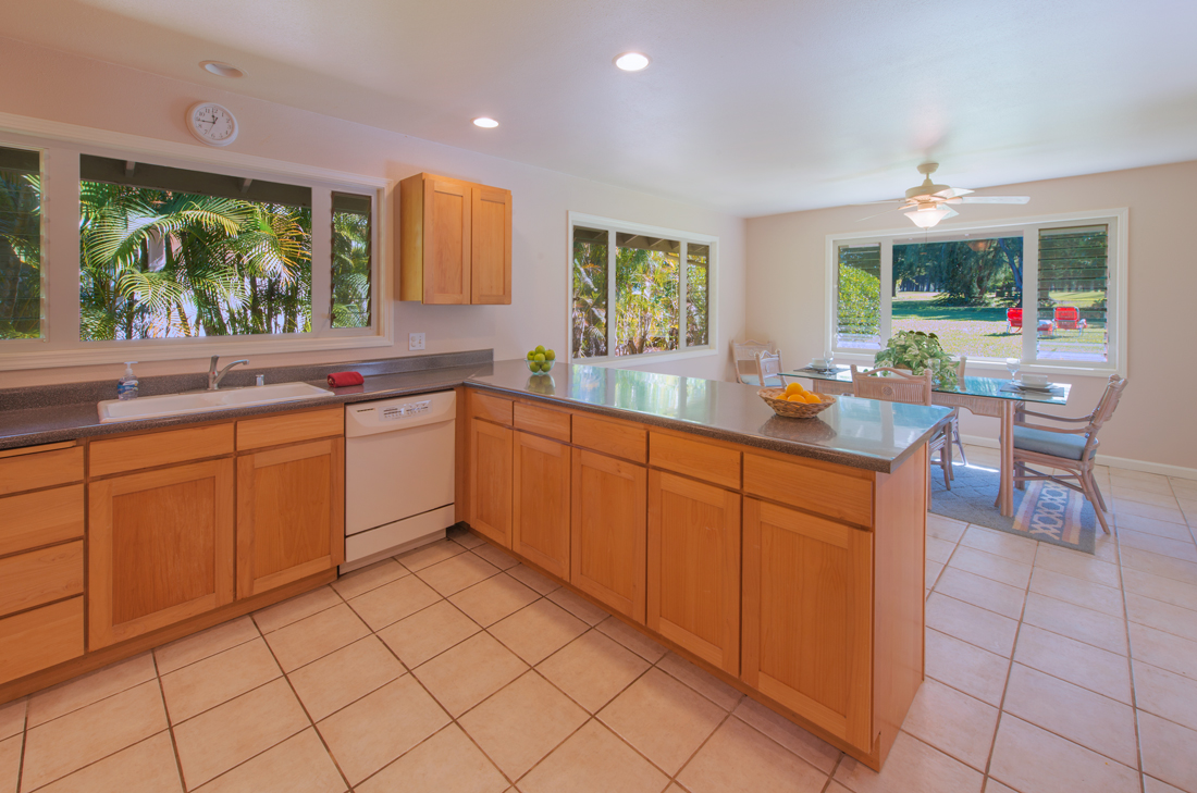 Princeville-Vacations.Golf.course.Kitchen