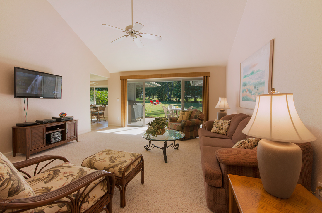 Princeville-Vacations.Golf.course.Living-Room
