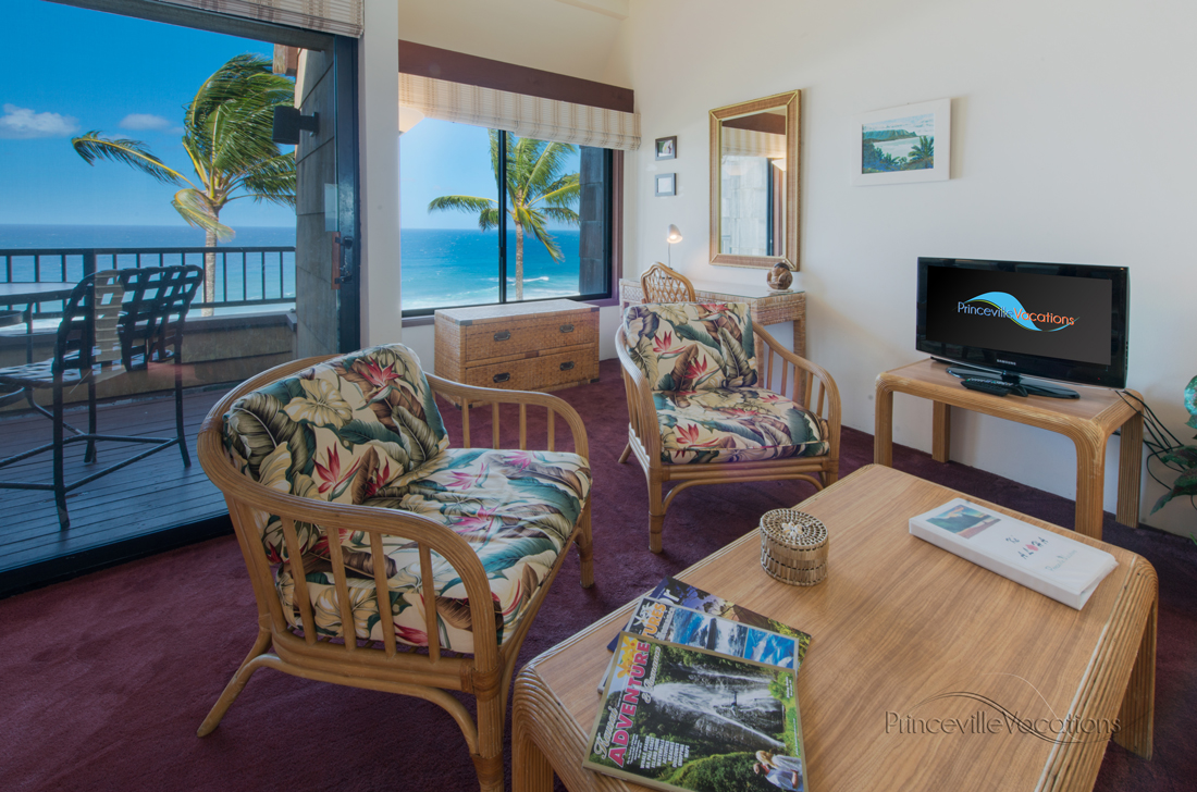 Princeville-Vacations.Sealodge.oceanfront.livingroom.lanai.Hawaii.vacation